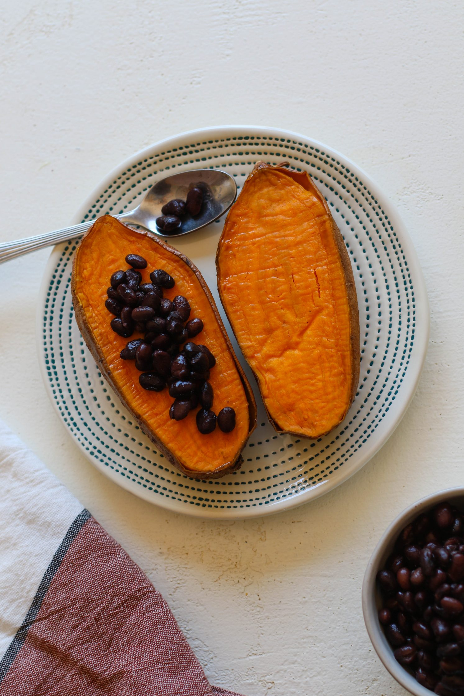 """Copycat """"Jammed Yam"""" stuffed with black beans"""